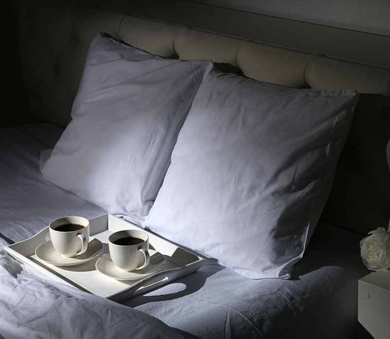 Caffè e sonno: nemici o amici?